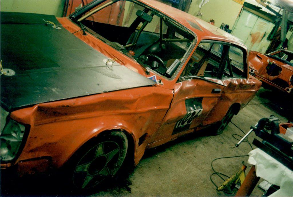Volvo 242 endurance racing crash